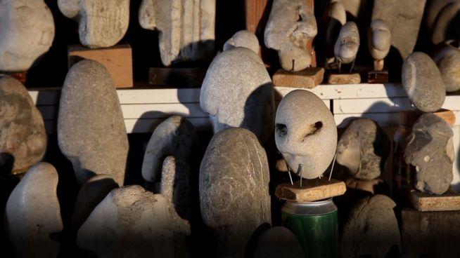 Game of Stones: Mann vermutet Nachrichten in Steinen