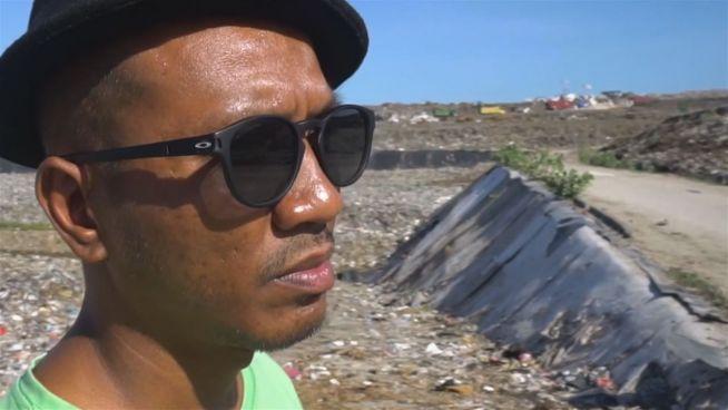 Engel von Bali: Er holt die Kinder von den Müllhalden