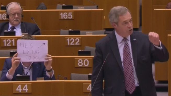 Stummer Protest: Abgeordneter trollt Populist Farage