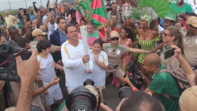 Trotz Protest: Olympische Fackel erreicht Rio