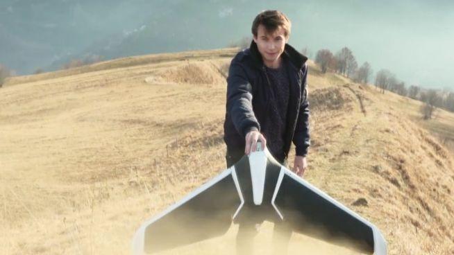 Papierflieger-Stil: Flügel-Drohne startet aus der Hand